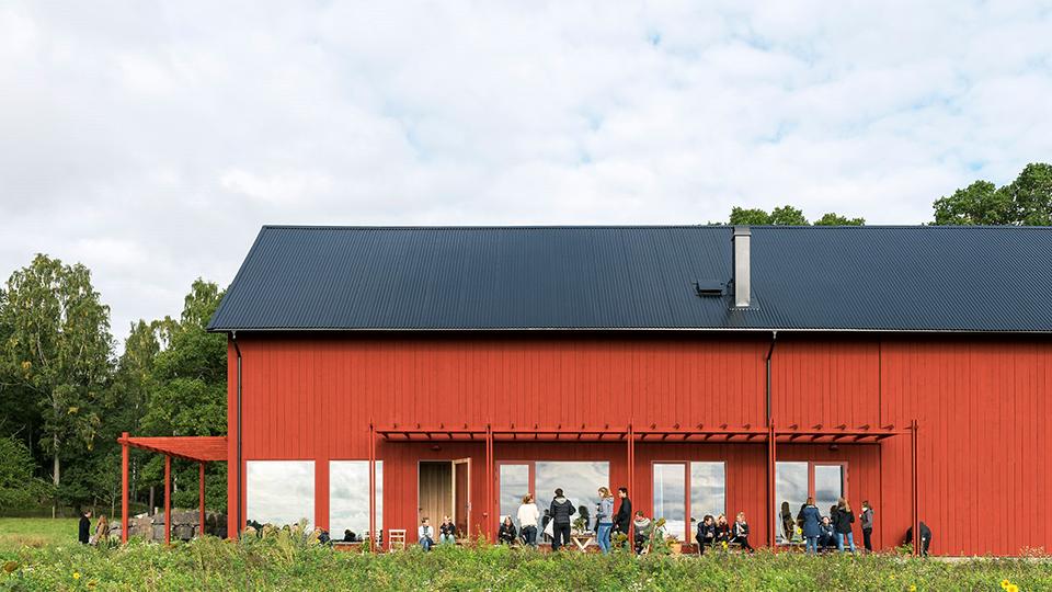 Servicepunkter finns etablerade på orterna, Vrena, Jönåker, Tystberga och Nävekvarn. En viktig del i serviceplanen är att stärka underlaget för dessa servicepunkter och att utveckla konceptet till fler orter.